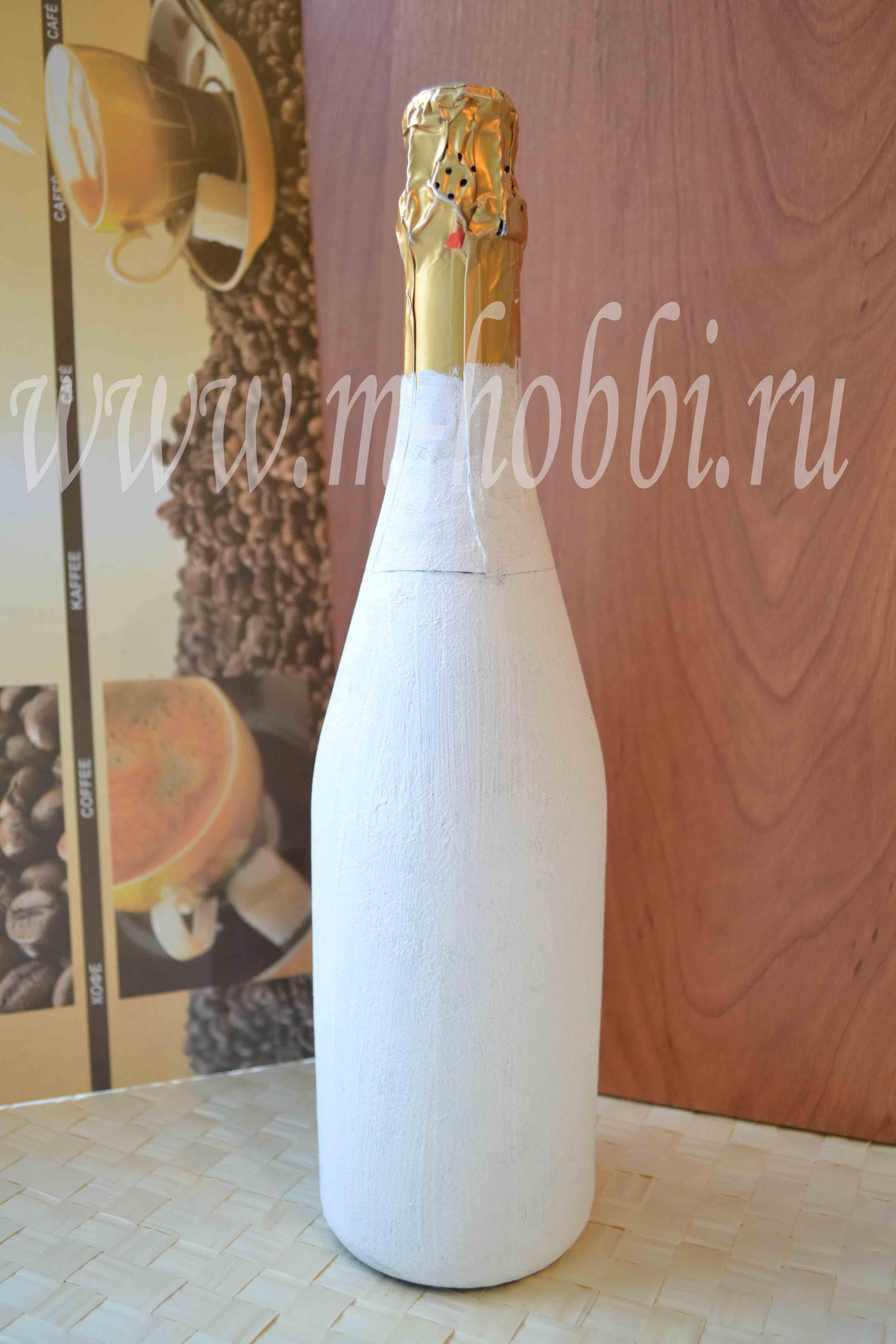 приклеить горлышко бутылки к деревянной доске
